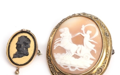 A cameo brooch set with a carved cameo, mounted in gilt metal and a 14k brooch with silhouette. L. 3–5.2 cm. (2)