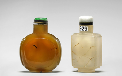 TWO ANTIQUE AGATE SNUFF BOTTLES