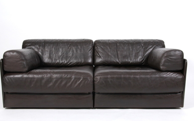 De Sede Exclusiv. Free-standing modular sofa, model DS 76 with sofa bed function. (2)