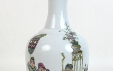 A Chinese Republic porcelain vase, of baluster form with fla...