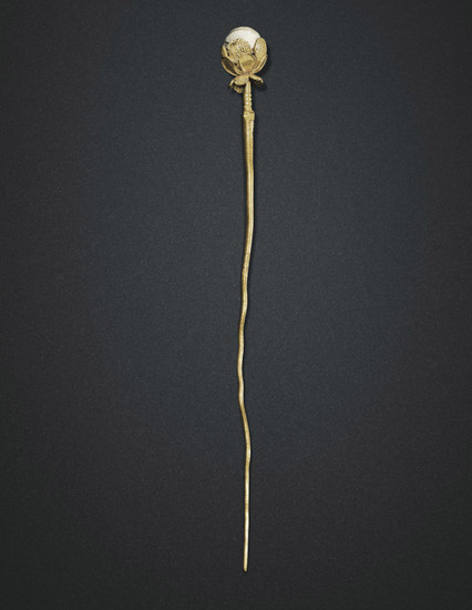 A GOLD 'FLOWER' AND PEARL HAIRPIN, MING-QING DYNASTY (1368-1911)