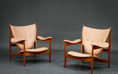 Finn Juhl. A pair of Chieftain Chairs in teak and vegetable tanned leather (2)