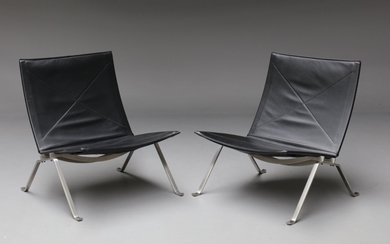 Poul Kjærholm. A pair of PK-22 Lounge chairs, 'Red Label' in black leather (2)