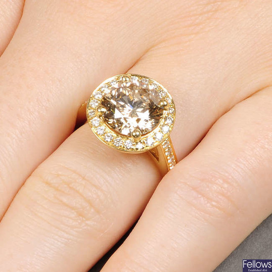 An 18ct gold 'brown' diamond and diamond cluster
