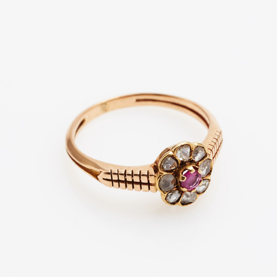 Ring gold with diamonds