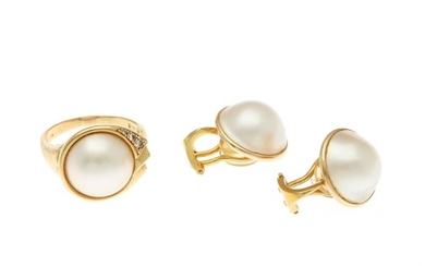 A pearl and diamond jewellery set comprising a ring set with a mabé pearl and three single-cut diamonds, mounted in 18k gold and a pair of ear clips. (3)