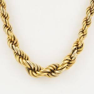 An 18K gold necklace |