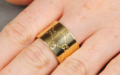 An 18ct gold 'Icon' ring, by Gucci. Hallmarks for