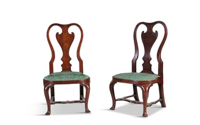 A PAIR OF IRISH WALNUT SIDE CHAIRS, EARLY 18TH CEN…