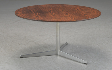 Arne Jacobsen. Round rosewood coffee table, Model 3513