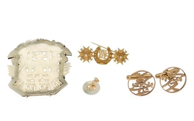 An oriental jewellery set comprising two brooches, a pendant and a pair of cufflinks. (5)
