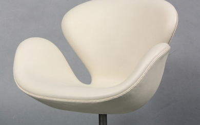 Arne Jacobsen. The Swan. Lounge chair, model 3320, 'Red Label', year 2006.