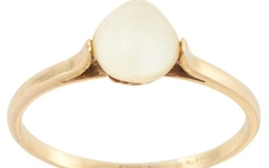 A PEARL EARRING AND RING SUITE in yellow gold,