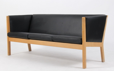 Hans J. Wegner. Three-seater sofa, GE-285/3