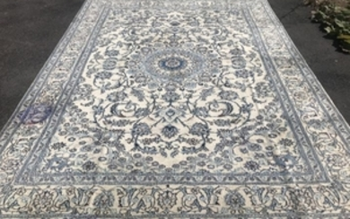 Nain - Carpet - 3.4 m - 2.5 m