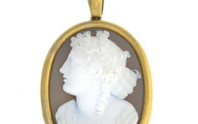 A late Victorian 18ct gold agate cameo pendant locket.