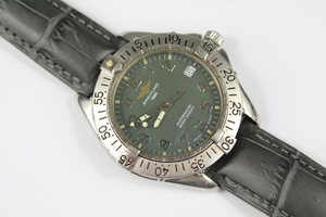A Gentleman's Breitling Wrist Watch; the watch having grey f...