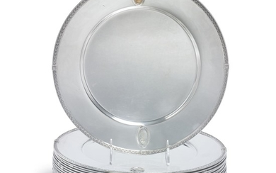 A SET OF TWENTY-FOUR AMERICAN SILVER AND GOLD POMPEIAN PATTERN PLATES, SOME BY DOMINICK & HAFF, NEW YORK, EARLY 20TH CENTURY