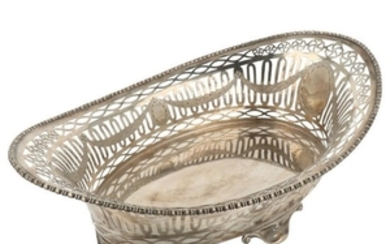 Bread basket openwork with medallions with trimmed and soldered edge silver.