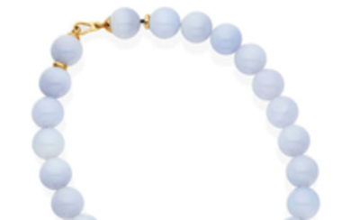 A chalcedony necklace,