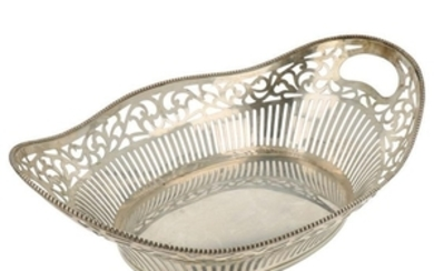 Bread basket openwork oval model finished with soldered pearl ring silver.