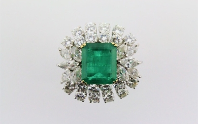 A large ladies emerald brilliant cut diamond ring, set with ...