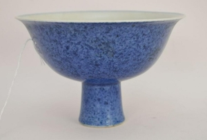 CHINESE PORCELAIN PEDESTAL BOWL. The exterior blue the