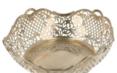 Bread basket openwork rounded model with cast edge silver.