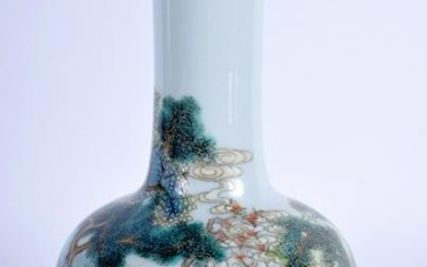 AN EARLY 20TH CENTURY CHINESE FAMILLE ROSE MALLET VASE