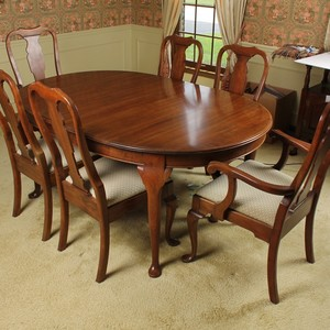 Lot-Art | Vintage Queen Anne Style Mahogany Dining Table and ...