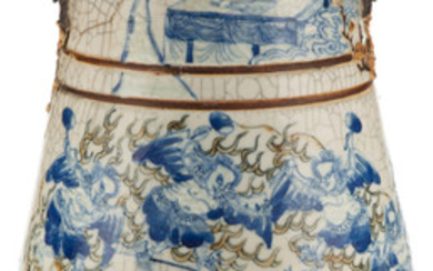 A Chinese Blue and White Crackle Porcelain Vase (early Republic P)